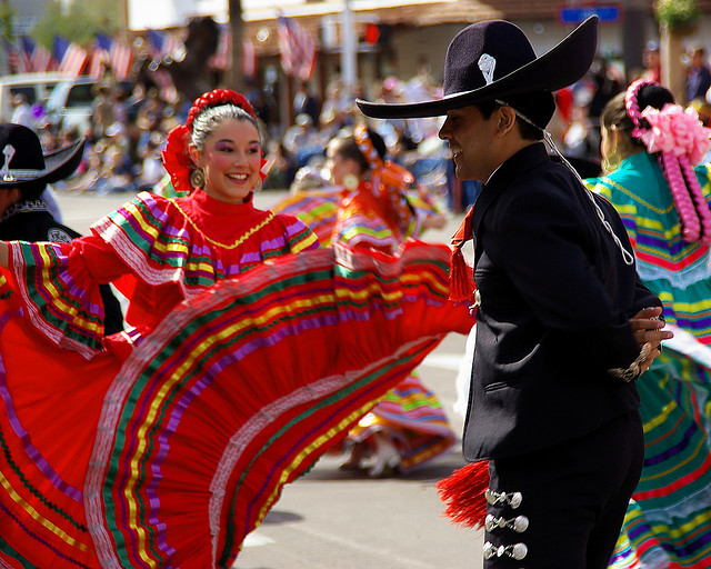 "Al_HikesAZ: ""Ballet Folklorico Alegria Dancers - Scottsdale Parada Del Sol 2009""; Flickr; CC BY NC 3.0"