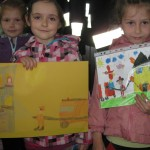 Julka i Kamila z pracami