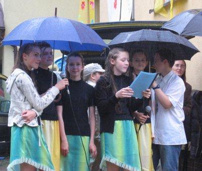 występy w deszczu